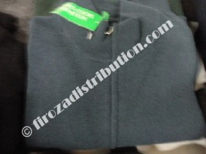 Espacio libre para las mujeres suéteres Benetton.